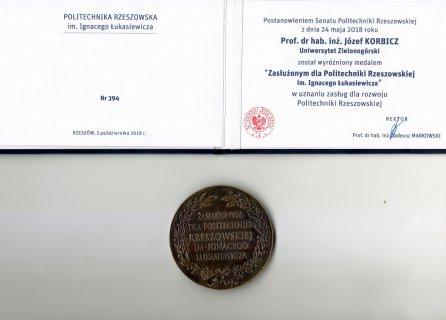 medal dla prof. J. Korbicza właściwy.jpg